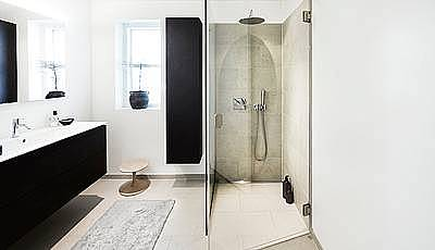 Create the perfect bathroom with large tiles and a linear drain