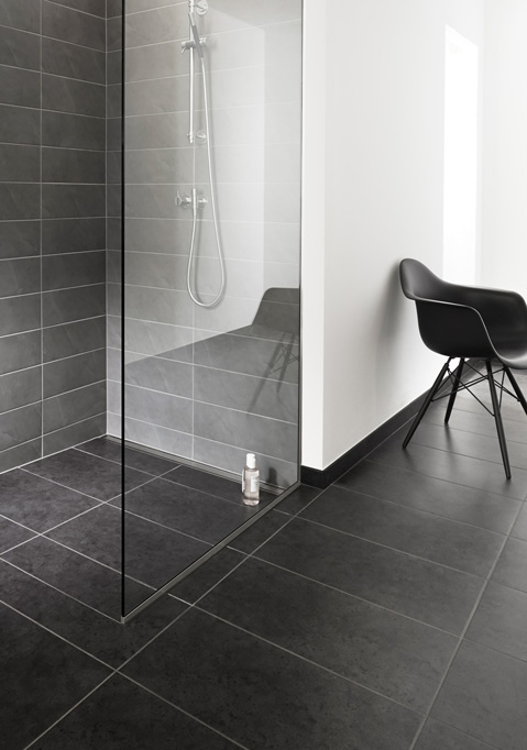 Shower screens in glass and functional shower doors - slide 1