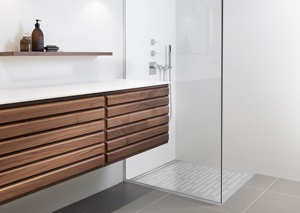 Shower screens in glass and functional shower doors - slide 9